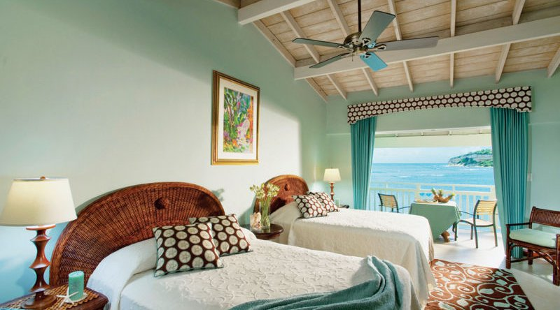 Waterfront Room - Pineapple Beach Club