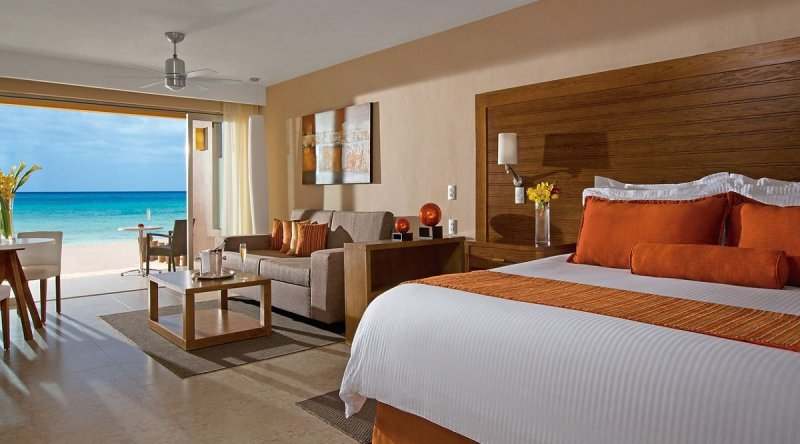 Preferred Club Junior Suite Ocean Front - Secrets Aura Cozumel