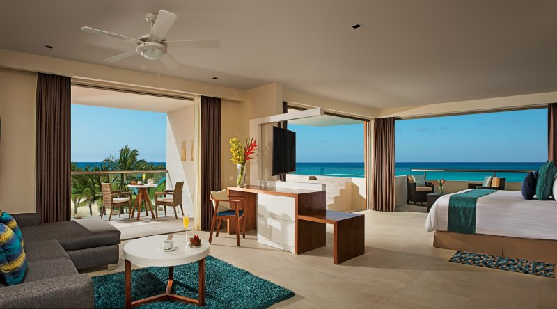 Preferred Club Rooftop Ocean Front Suite with Plunge Pool - Secrets Aura Cozumel