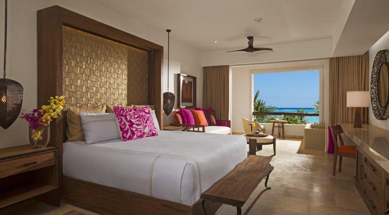 Preferred Club Junior Suite Ocean Front - Secrets Akumal Riviera Maya