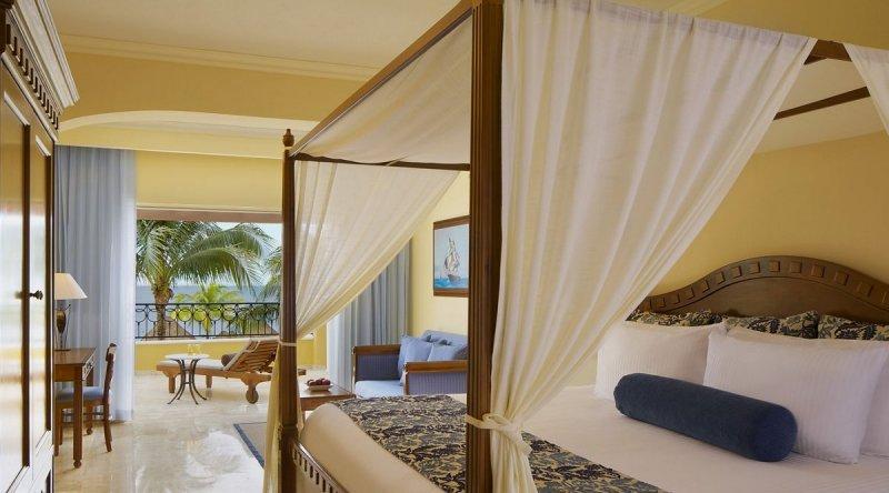 Preferred Club Junior Suite Ocean Front - Secrets Capri Riviera Cancun