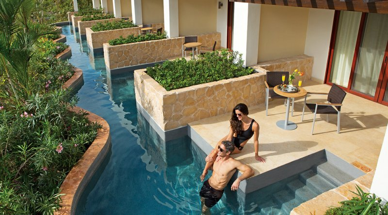 Junior Suite Swim Out - Secrets Playa Mujeres Golf & Spa Resort