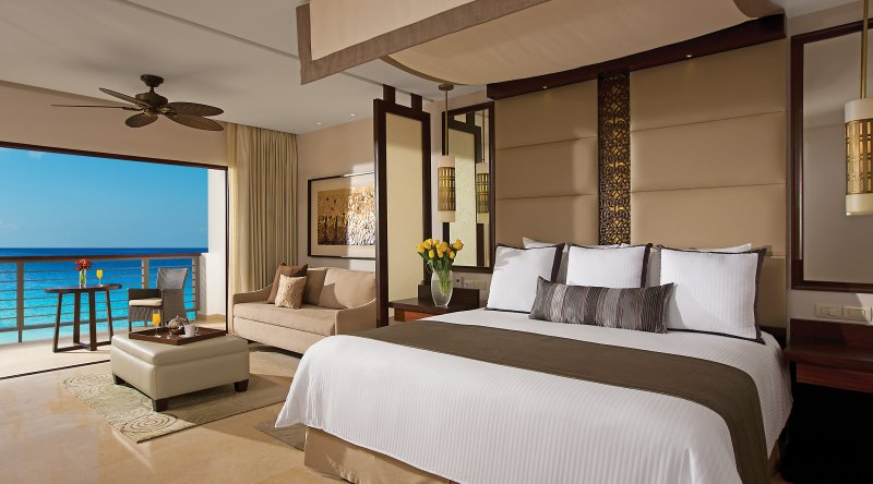 Preferred Club Junior Suite Ocean Front - Secrets Playa Mujeres Golf & Spa Resort