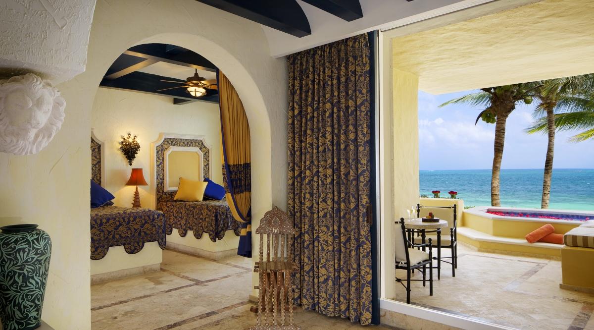 Ocean Front One Bedroom Suite with Plunge Pool Zoetry Paraiso de la Bonita