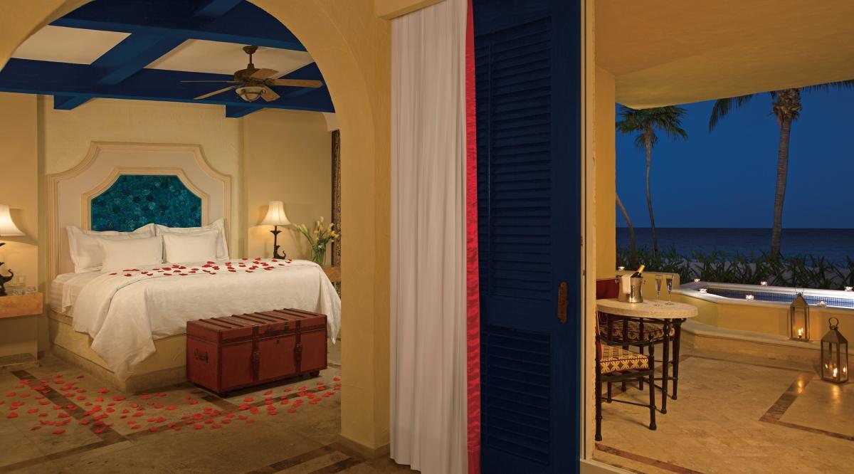 Romance Ocean Front One Bedroom Suite with Plunge Pool Zoetry Paraiso de la Bonita