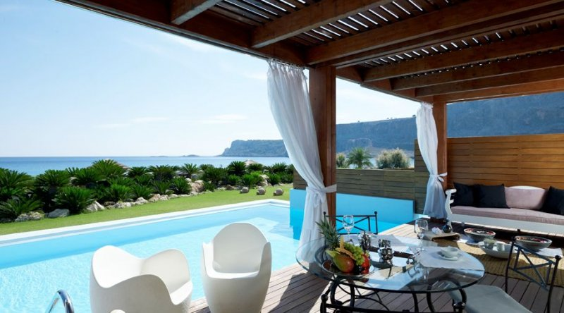 Queens Maisonette Sea Front with Private Pool Aquagrand
