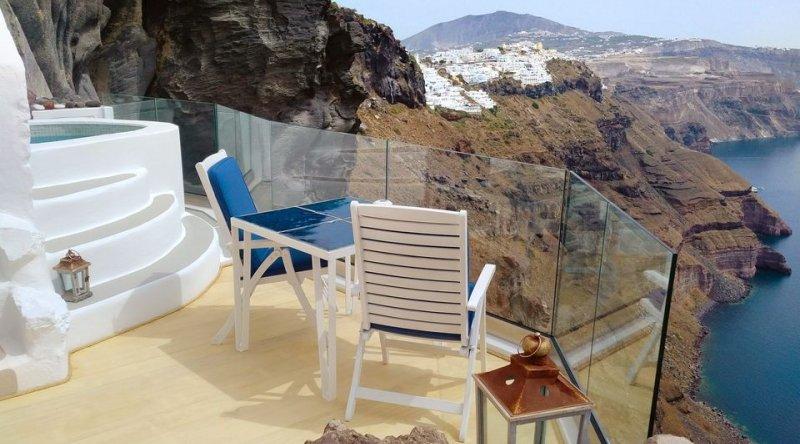 Cliff Suite Iconic Santorini