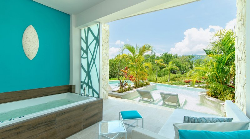 Xhale Club Junior Suite Swim Up - Breathless Montego Bay Resort & Spa
