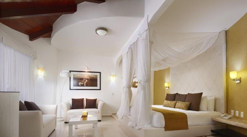 Jacuzzi Room Garden View - Desire Riviera Maya Resort