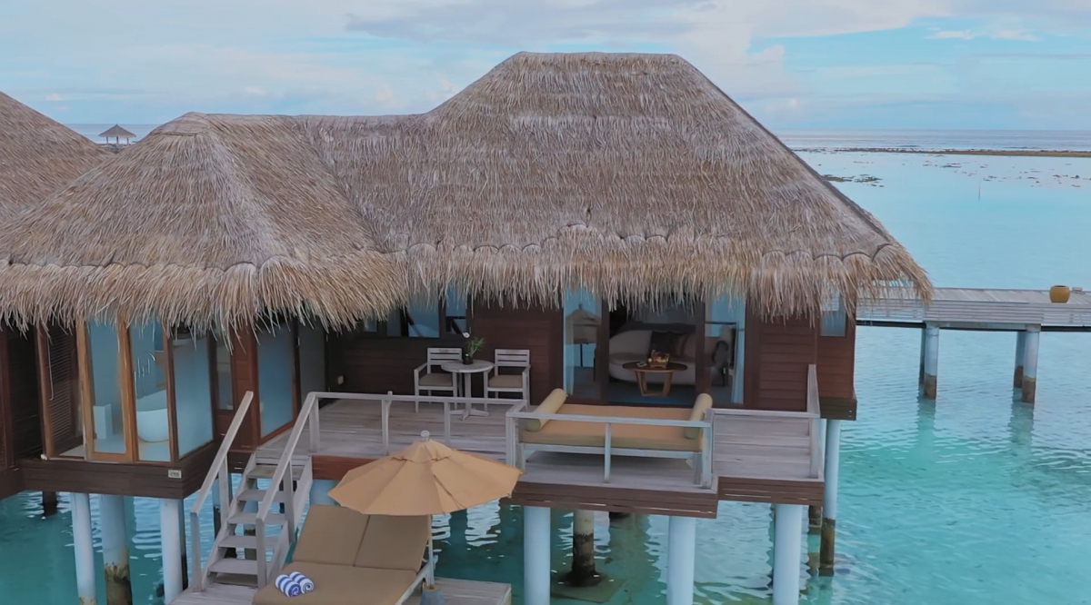 Deluxe Over Water Bungalow - Anantara Veli Maldives Resort