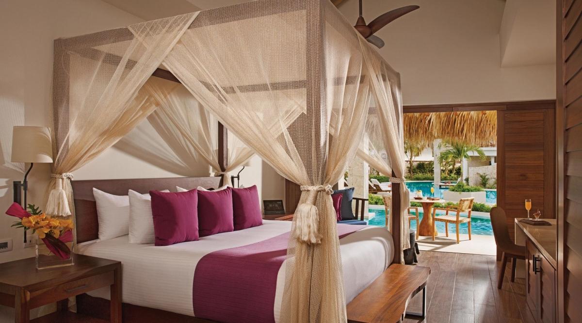 Preferred Club Bungalow Suite Swim Up Pool View Secrets Cap Cana Resort & Spa