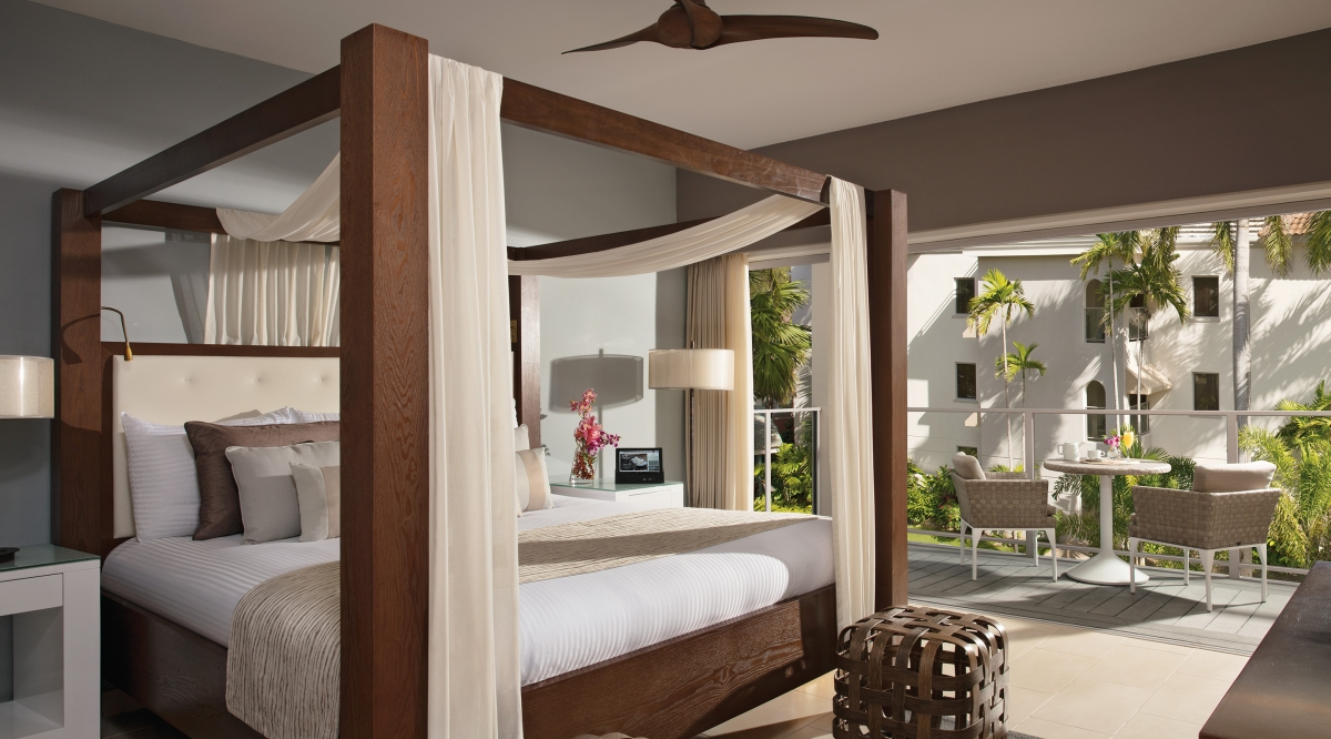 Junior Suite Swim Out Tropical View Zoetry Montego Bay