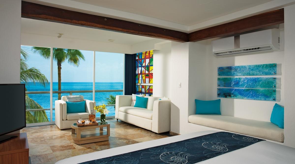 Junior Suite Superior Ocean Front Zoetry Villa Rolandi Isla Mujeres