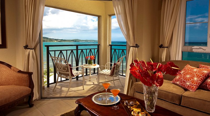 Honeymoon Beachfront Penthouse Club Level Room - Sandals South Coast