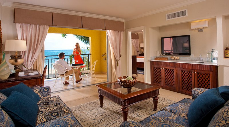 Honeymoon Beachfront One Bedroom Butler Suite - Sandals South Coast