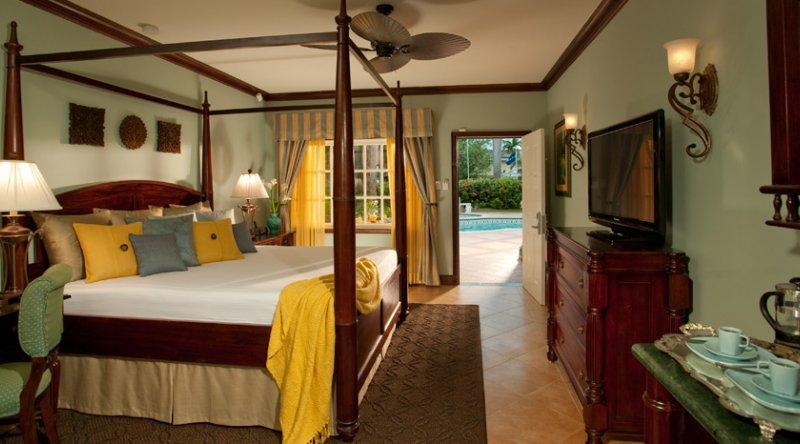 Caribbean Grande Luxe Poolside - Sandals Royal Caribbean