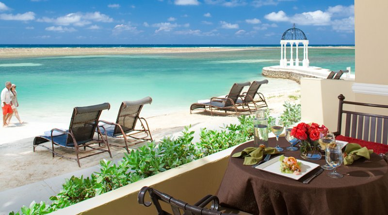 Royal Beachfront Honeymoon One Bedroom Butler Suite - Sandals Royal Caribbean