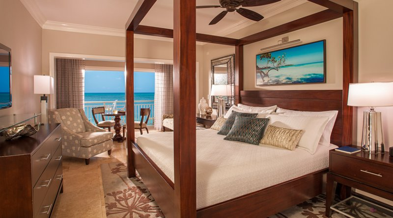 Paradise Honeymoon Beachfront Grande Luxe Club Level Room - Sandals Negril
