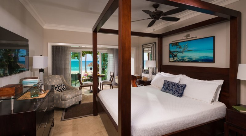 Paradise Honeymoon Beachfront Walkout Club Level Room - Sandals Negril