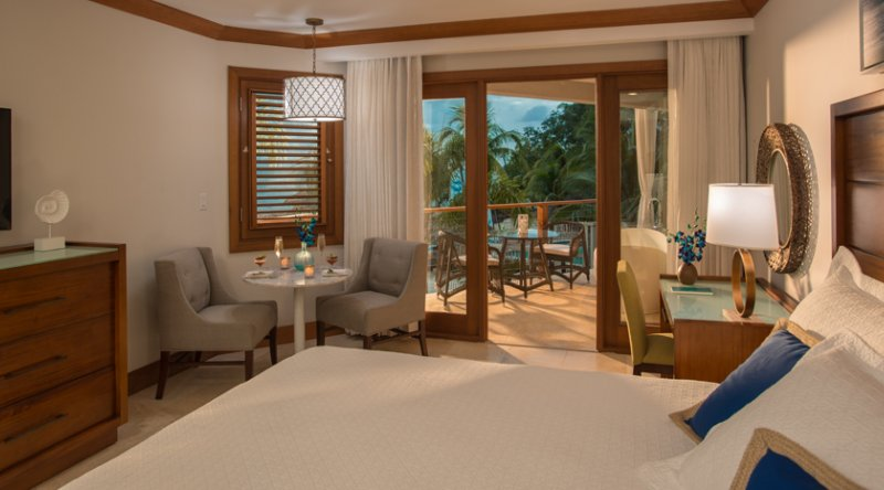 Caribbean Beachfront Grande Luxe Club Level Room w/Tranquility Soaking Tub - Sandals Negril