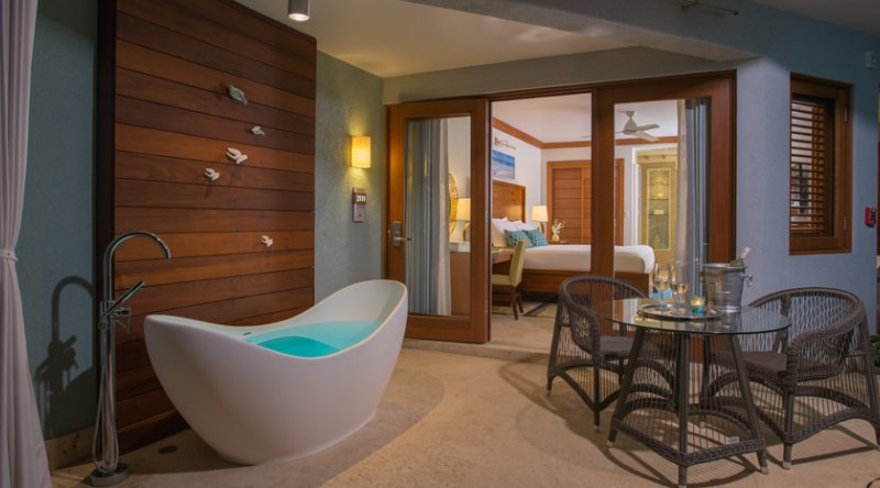 Caribbean Beachfront Walkout Grande Luxe Club Level Room w/Tranquility Soaking Tub - Sandals Negril