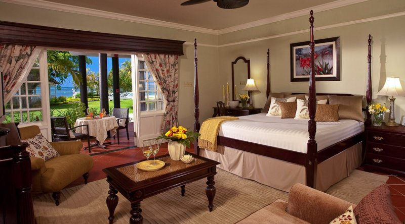 Honeymoon Beachfront Butler Suite - Sandals Negril