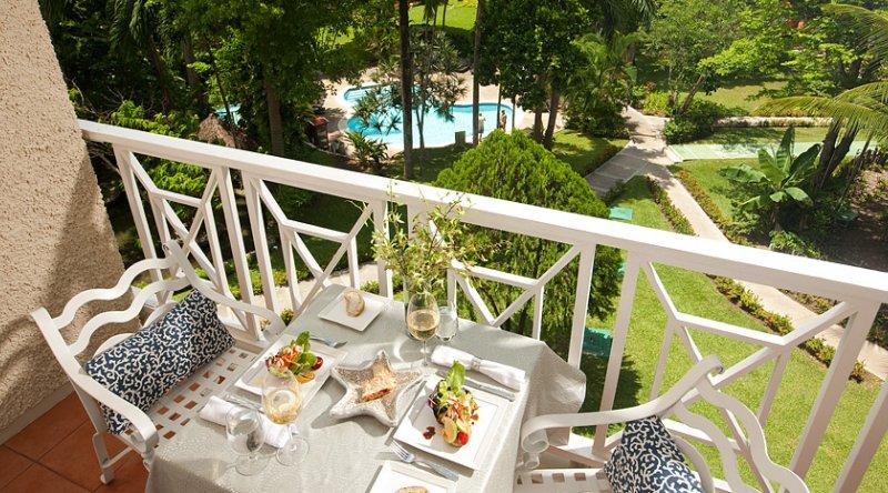 Riviera Bamboo Grove Premium - Sandals Ochi