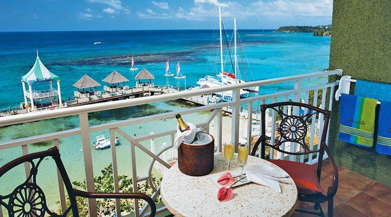 Riviera Honeymoon Beachfront Penthouse Club Level Room - Sandals Ochi