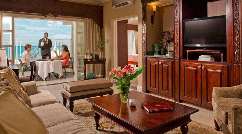 Riviera Honeymoon Beachfront One Bedroom Butler Suite - Sandals Ochi