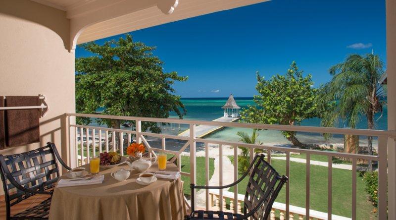 Beachfront Honeymoon Club Level Junior Suite - Sandals Montego Bay