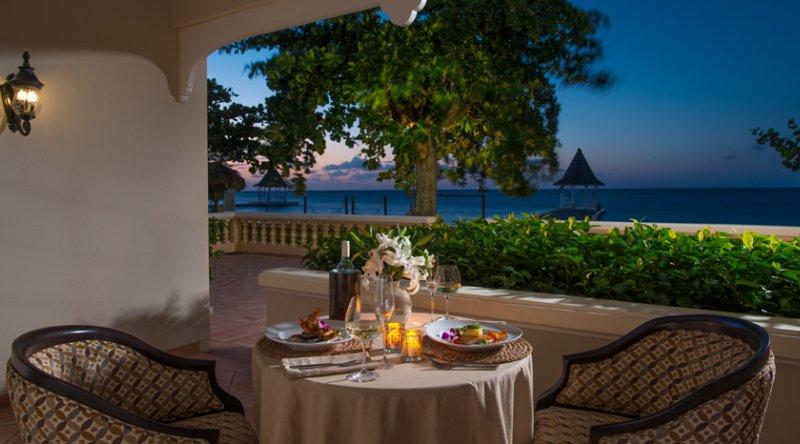 Beachfront Honeymoon Walkout Club Level Junior Suite - Sandals Montego Bay