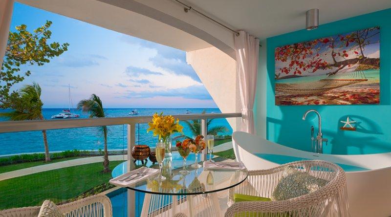 Water's Edge Honeymoon Club Level Room w/ Balcony Tranquility Soaking Tub - Sandals Montego Bay