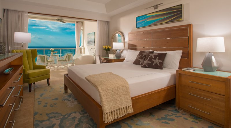 Beachfront Grande Luxe Club Level Junior Suite w/Tranquility Soaking Tub - Sandals Montego Bay