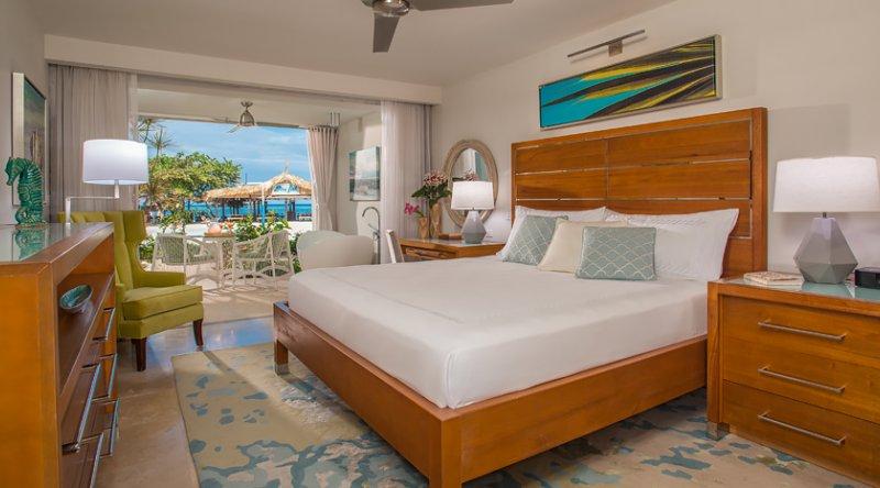 Beachfront Honeymoon Walkout Club Level Junior Suite w/Tranquility Soaking Tub - Sandals Montego Bay