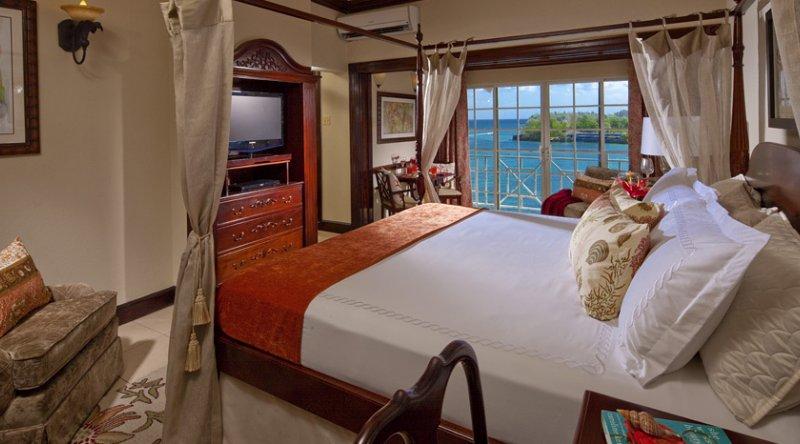 Plantation Oceanfront Butler Suite - Sandals Royal Plantation