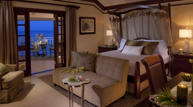Honeymoon Oceanfront Verandah Butler Suite - Sandals Royal Plantation