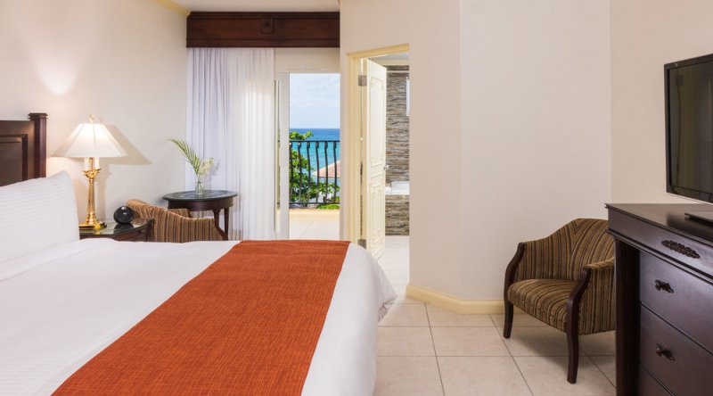 Oceanfront Concierge Guestroom - Jewel Paradise Cove Resort & Spa