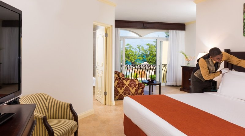 Oceanfront Junior Suite (with Butler Service) - Jewel Paradise Cove Resort & Spa