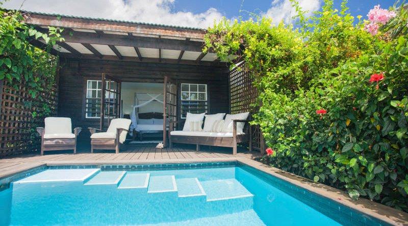 Beachfront Pool Cottage - Keyonna Beach